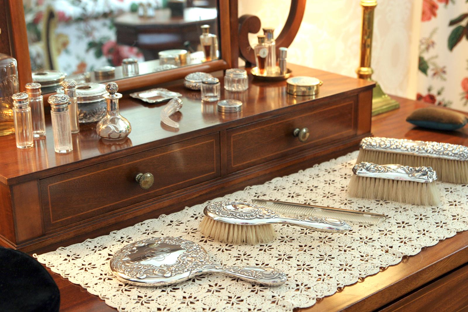 Vintage Vanity Sets A Look At An Elegant Essentials Lovetoknow