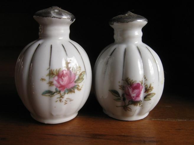 https://cf.ltkcdn.net/antiques/images/slide/104656-657x492-japan-1940s.jpg