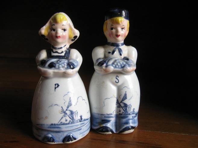 https://cf.ltkcdn.net/antiques/images/slide/104657-657x492-japan1950s.jpg