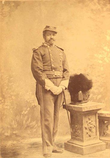 https://cf.ltkcdn.net/antiques/images/slide/104678-367x525-africanamericanunionsoldier.jpg