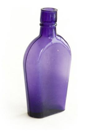 https://cf.ltkcdn.net/antiques/images/slide/104724-284x423-purple_bottle.jpg
