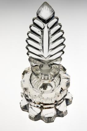 https://cf.ltkcdn.net/antiques/images/slide/104726-283x424-art_deco_perfume.jpg