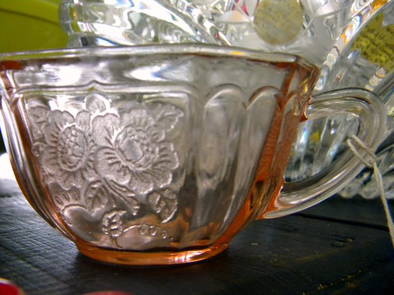 https://cf.ltkcdn.net/antiques/images/slide/104773-800x600-floral-pink-glass.jpg