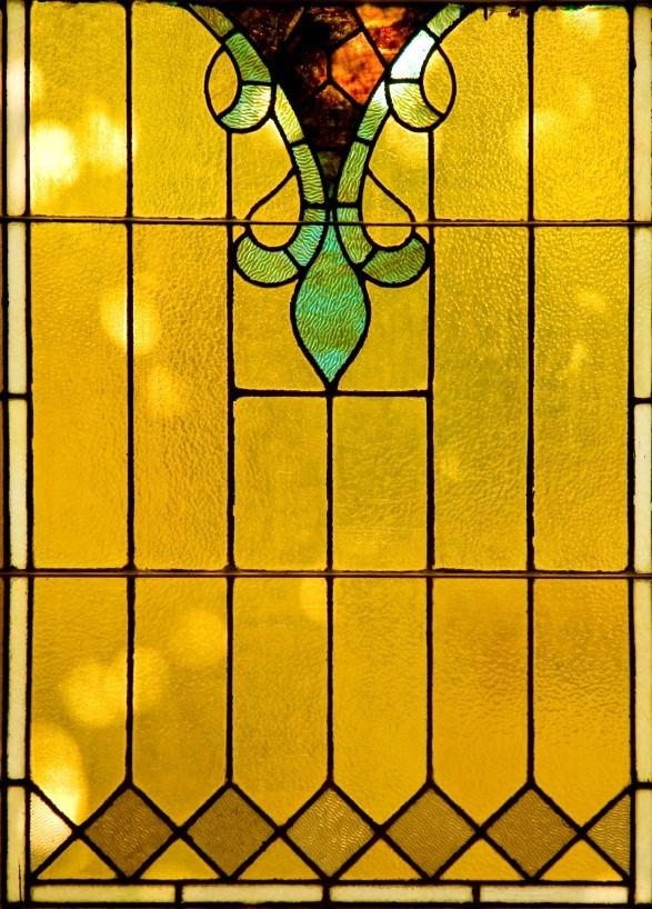 https://cf.ltkcdn.net/antiques/images/slide/104884-587x818-victorian-stained-glass.jpg