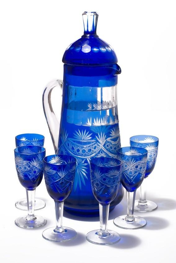 https://cf.ltkcdn.net/antiques/images/slide/131673-567x847r1-art-glass-decanter-set.jpg