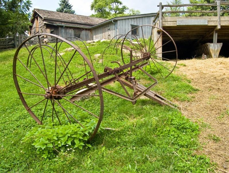 https://cf.ltkcdn.net/antiques/images/slide/138726-798x602r1-hay-rake-3.jpg