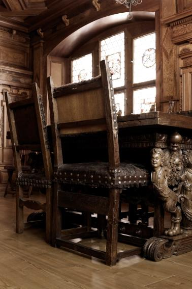 https://cf.ltkcdn.net/antiques/images/slide/150954-378x567r1-17th-century-chair.jpg