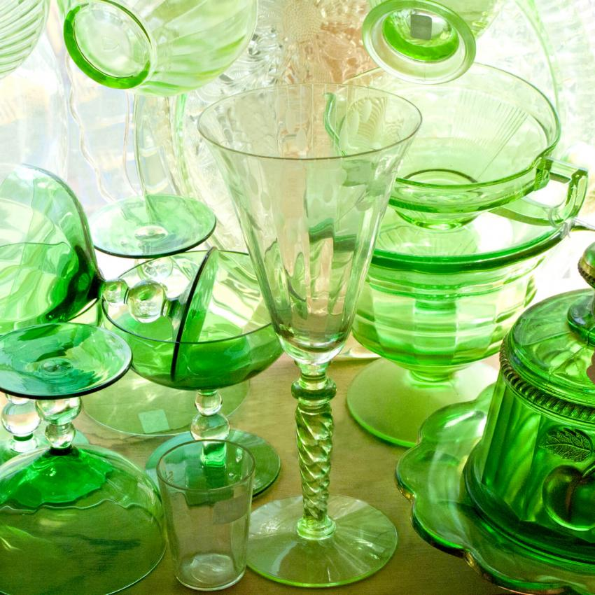 https://cf.ltkcdn.net/antiques/images/slide/247611-850x850-1-green-depression-glass.jpg