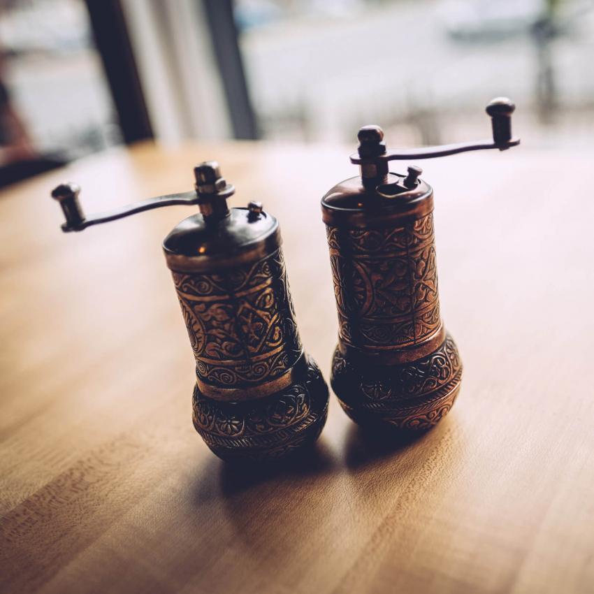 https://cf.ltkcdn.net/antiques/images/slide/247927-850x850-15-collecting-vintage-shakers.jpg