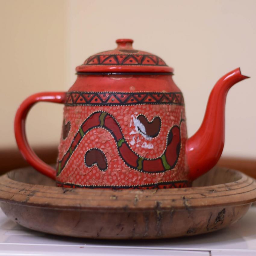https://cf.ltkcdn.net/antiques/images/slide/248561-850x850-11-pictures-whimsical-teapots.jpg