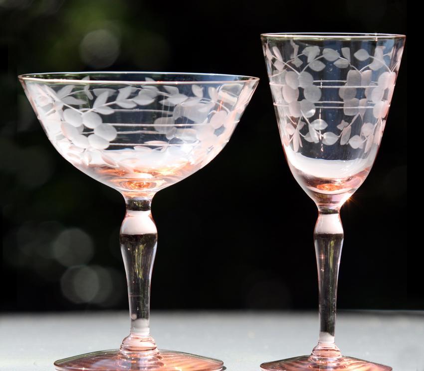 https://cf.ltkcdn.net/antiques/images/slide/257530-850x744-pink-depression-glass.jpg
