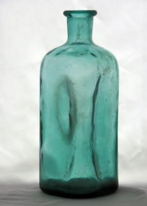 https://cf.ltkcdn.net/antiques/images/slide/104723-293x410-liquor_bottle.jpg