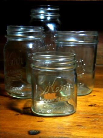 https://cf.ltkcdn.net/antiques/images/slide/104727-628x840-Antique_Mason_Jars_Lrg.jpg