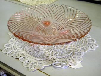 https://cf.ltkcdn.net/antiques/images/slide/104771-800x600-footed-dish.jpg