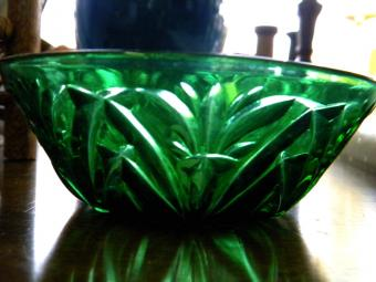 https://cf.ltkcdn.net/antiques/images/slide/104782-800x600-dark-green-bowl.jpg