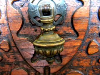https://cf.ltkcdn.net/antiques/images/slide/104804-800x600-1880s-dresser.jpg