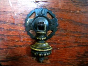 https://cf.ltkcdn.net/antiques/images/slide/104805-800x600-1880s-dressing-table.jpg