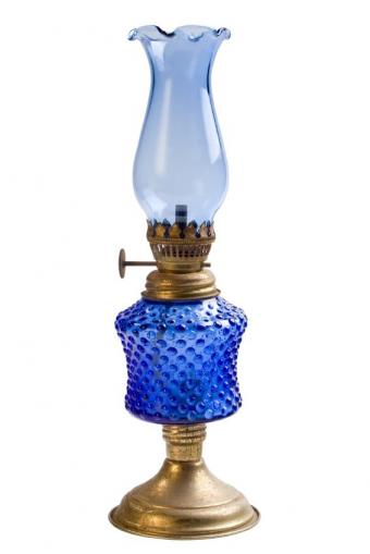 https://cf.ltkcdn.net/antiques/images/slide/104825-566x848-blue-oil-lamp.jpg