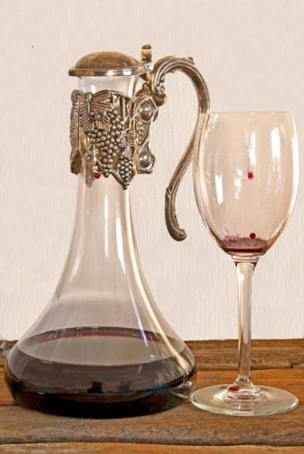 https://cf.ltkcdn.net/antiques/images/slide/131678-567x847r1-victorian-decanter-2.jpg