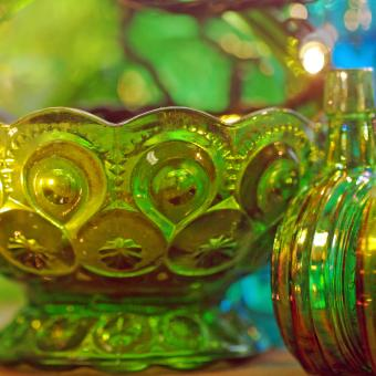 https://cf.ltkcdn.net/antiques/images/slide/247615-850x850-12-green-depression-glass.jpg