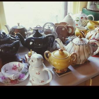 https://cf.ltkcdn.net/antiques/images/slide/248563-850x851-13-pictures-whimsical-teapots.jpg
