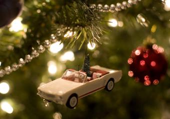 https://cf.ltkcdn.net/antiques/images/slide/252545-850x595-3_car_ornament.jpg