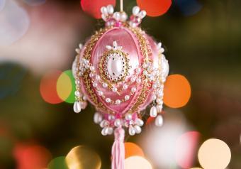 https://cf.ltkcdn.net/antiques/images/slide/252546-850x595-4_decorative_ornament.jpg