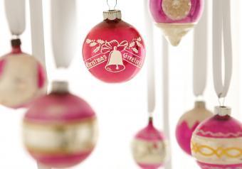 https://cf.ltkcdn.net/antiques/images/slide/252551-850x595-8_hanging_ornaments.jpg