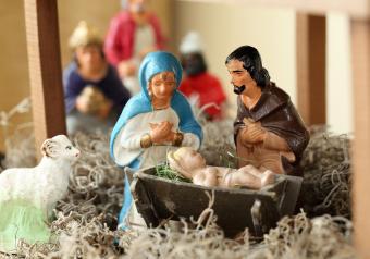 https://cf.ltkcdn.net/antiques/images/slide/252554-850x595-11_nativity.jpg