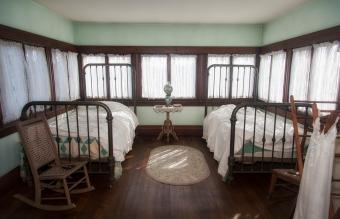 Old-fashioned Nursery in Circa 1898
