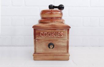 Vintage McCoy Cookie Jar Styles and Values