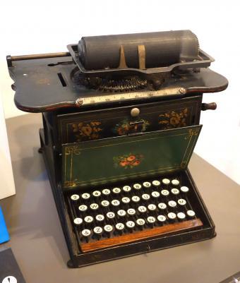 Serial number lookup typewriter How Old