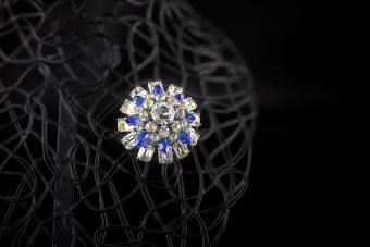 Vintage circular rhinestone broach with white and blue stones