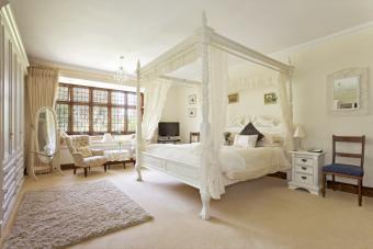 21 Vintage Bedroom Ideas for Retro-Inspired Decor