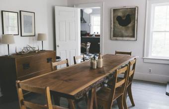 Vintage Farmhouse Decor: Pieces & Display Ideas