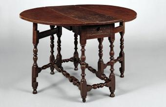 Antique Gateleg Drop-leaf Table