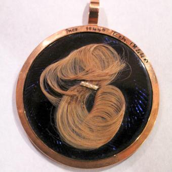 Hair mourning locket