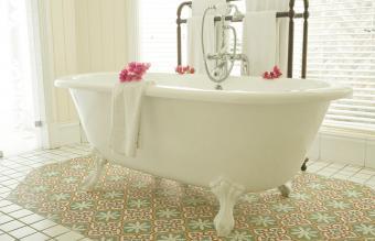 Luxury clawfoot bathtub