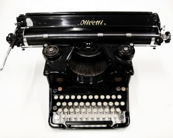 Olivetti M40 typewriter