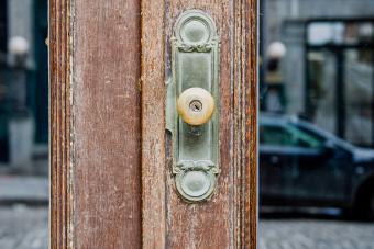Antique Door Knobs: Identification & Values of Classic Styles