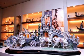Figurines in redecorated finish