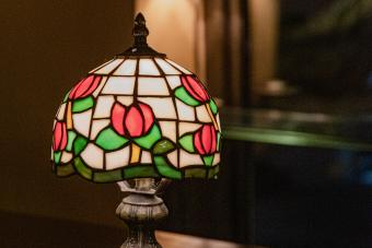 Stained glass lampshade with floral pattern