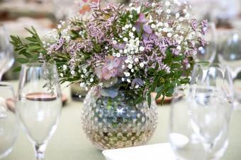 vase purple flowers