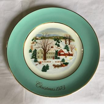 Vintage Avon Christmas Plate Series First Edition 1973 Christmas On The Farm