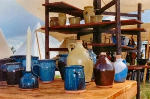 Bargaining in flea markets for interior design furniture