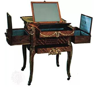Elaborate dressing table