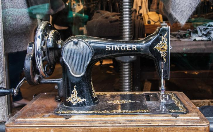 Antique Singer Sewing Machine Value LoveToKnow Custom Industrial Singer Sewing Machine For Sale