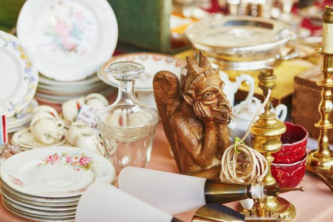 Parisian flea market - Free Online Antique Price Guides And Resources