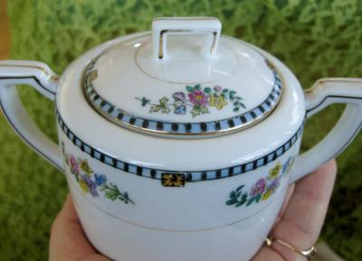 Noritake Sheridan Pattern Lidded Sugar Bowl