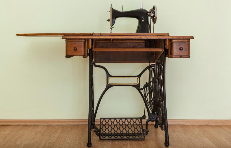 Antique Sewing Machine Table Values, How To Refinish An Old Singer Sewing Machine Cabinet